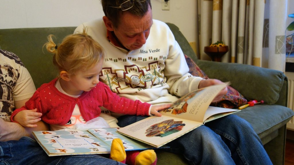 Reading with a parent Stimulating Cognition